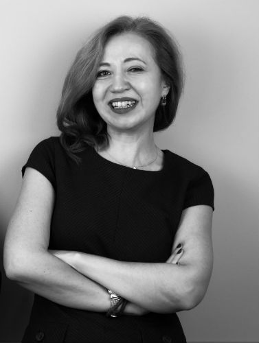 """""""Не можеш да водиш и развиваш други, ако не си способен да водиш и развиваш себе си"""" – Ваня Кирицова, Senior Manager Information Experience"""