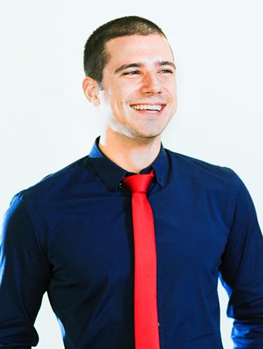 """""""Вдъхновява ме да помагам на хората да оптимизират процесите си на работа и по-лесно да постигат целите си"""" – Велислав Иванов, Project Manager"""