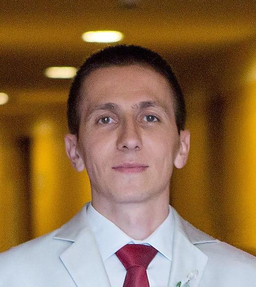 Васил Попов: За да си добър в разработката на софтуер, трябва да разбираш как работят нещата под капака